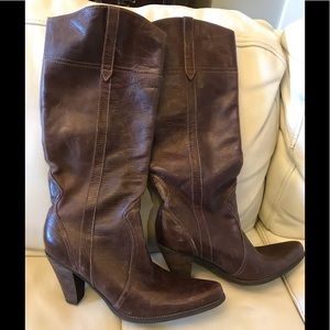 NWOT Steve Madden Brown Distressed Boots